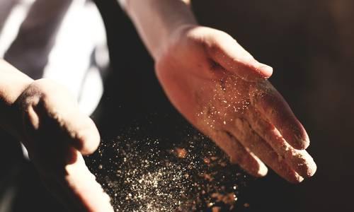 mains de boulanger