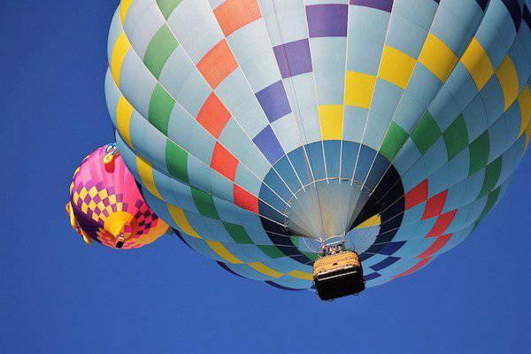 Découvrir Stage et séjours autour du KiteSurf, du parapente, du deltaplane ou autres baptemes aériens comme un vol en mongolfière