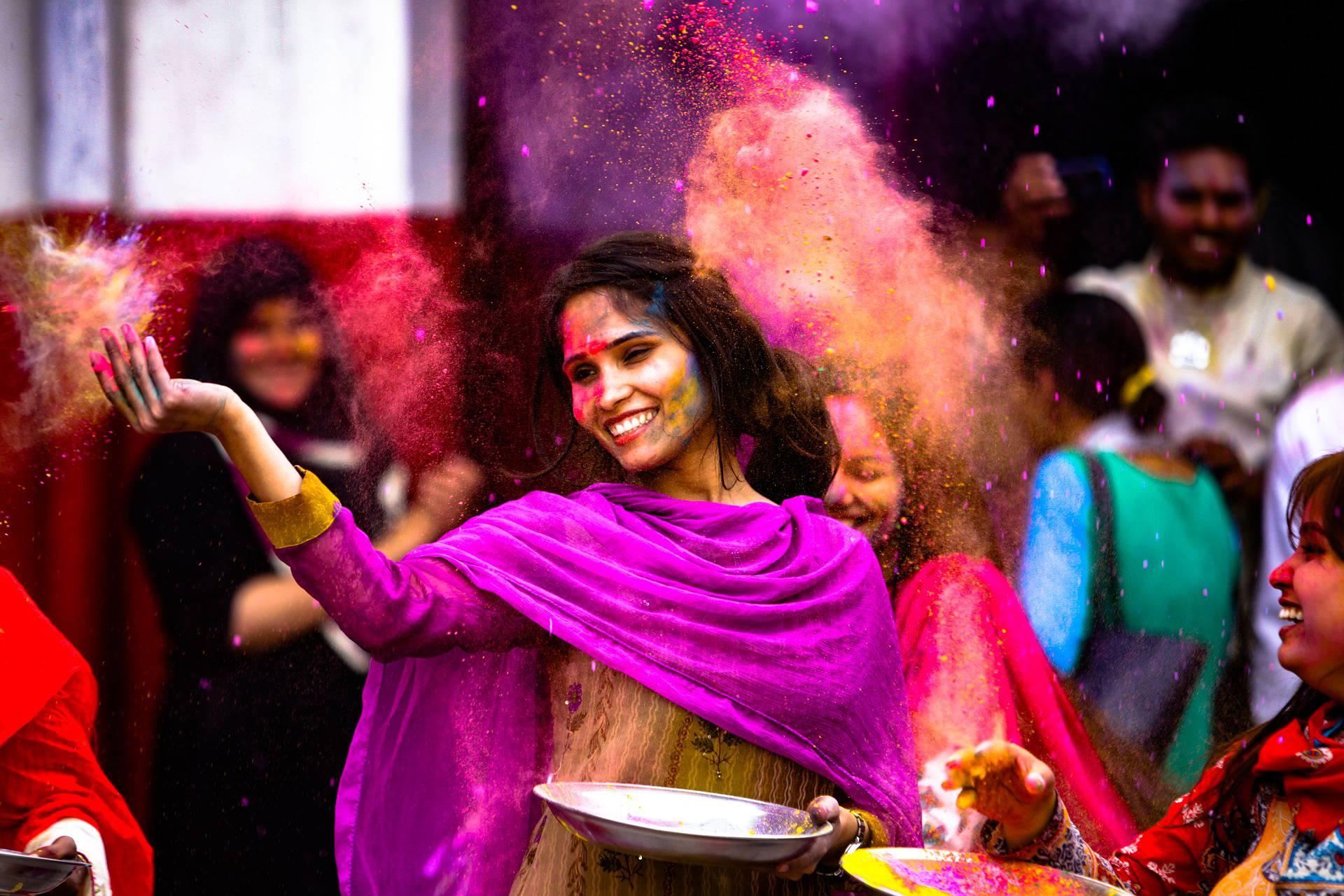 Femme indienne pendant une danse traditionnelle