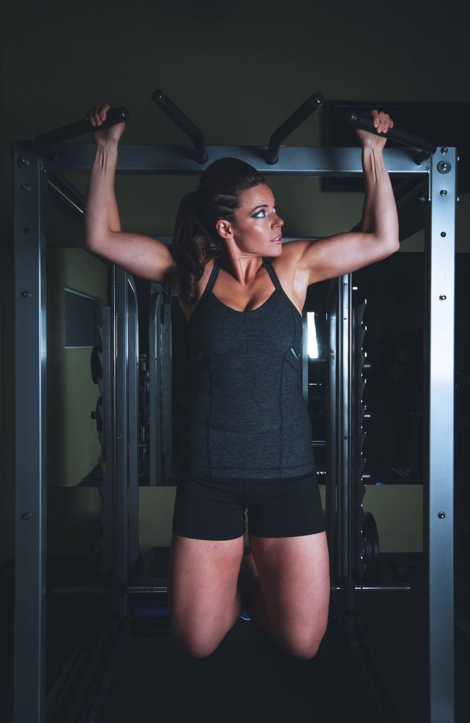 jeune-femme-remise-en-forme-et-musculation-images-photos-gratuites-1560x2399.jpg