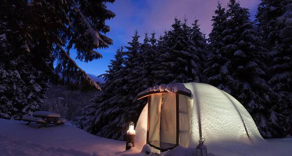 Dormir sous la neige en lodge igloo