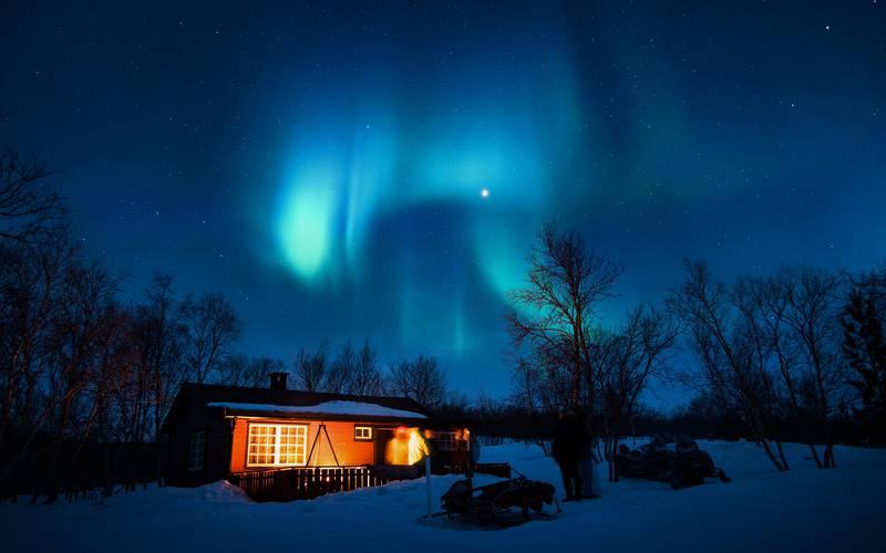 aurora-borealis-1839582_1920.jpg