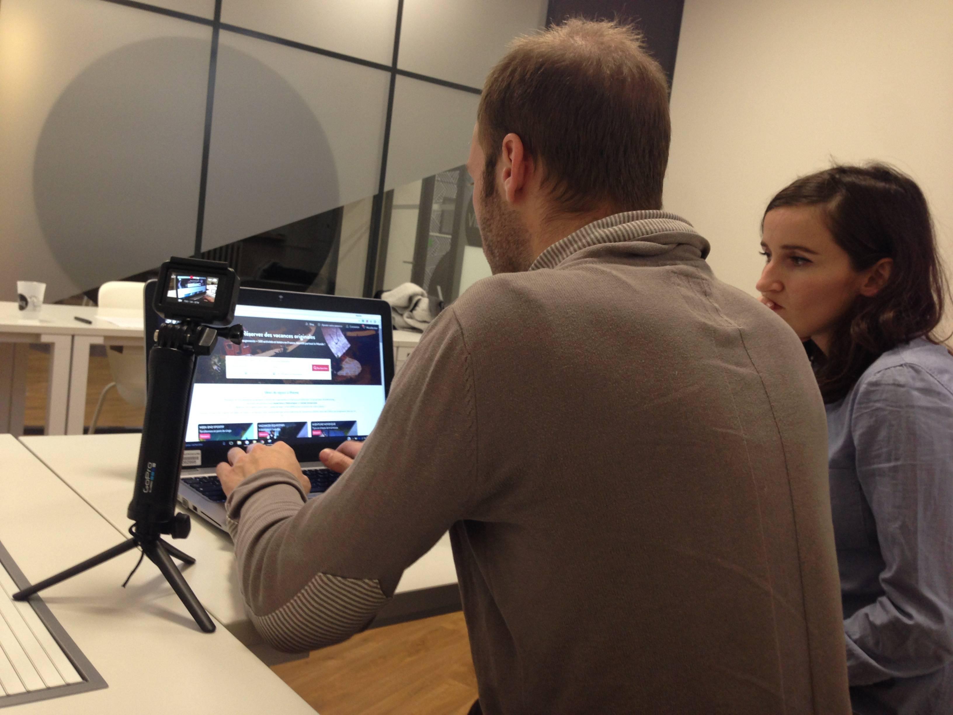 Un participant au beta test de KooKooning lors de la session de Grenoble avec la French Tech in the Alps Grenoble et le Village by CA SRA