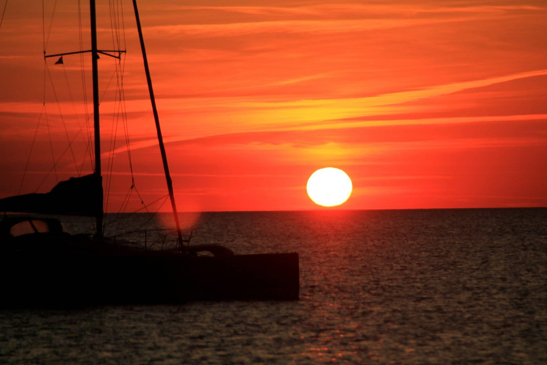 coucher de soleil voilier mer
