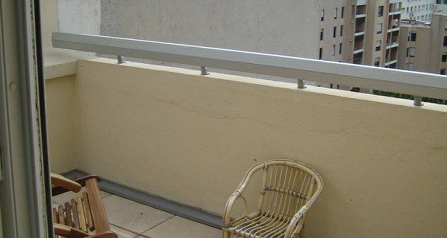 Furnished accommodation: studio meublé agachadou in marseille 07 (99133)