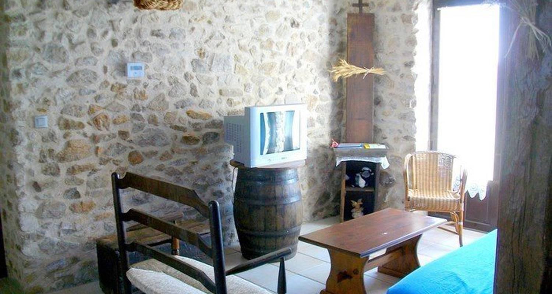 Casa rurale: lou cantou de la noelie en lanuéjouls (99540)