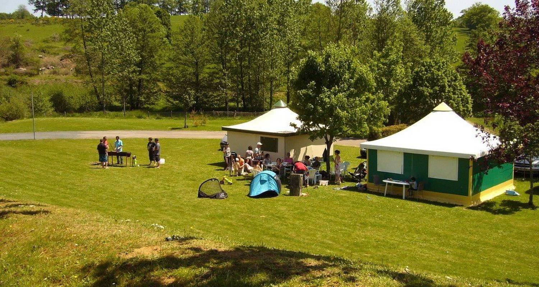 Espacios del campamento: camping de montréal en château-chervix (99636)