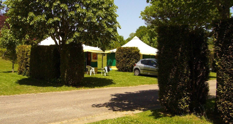 Espacios del campamento: camping de montréal en château-chervix (99637)