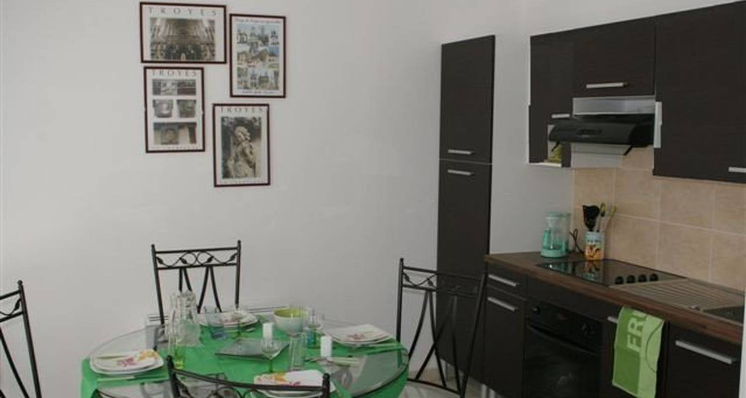 Furnished accommodation: la tour boileau in troyes (99647)