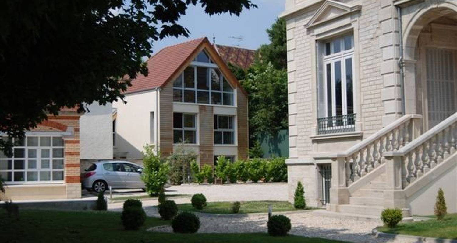 Furnished accommodation: la tour boileau in troyes (99649)
