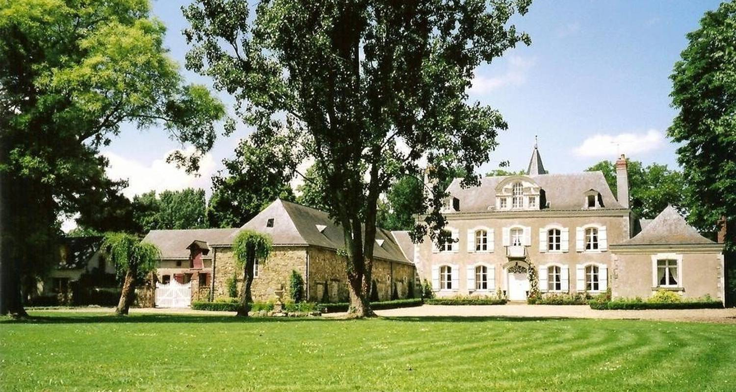 Bed & breakfast: chateau de la montchevalleraie in aviré (99830)