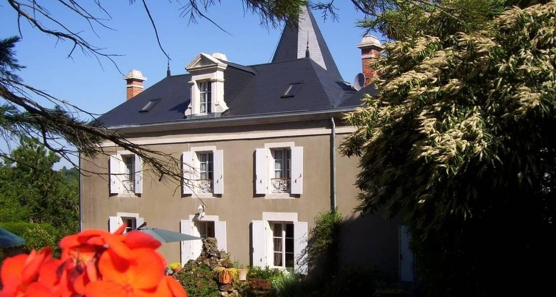 Habitación de huéspedes: logis la folie en mareuil-sur-lay-dissais (100203)