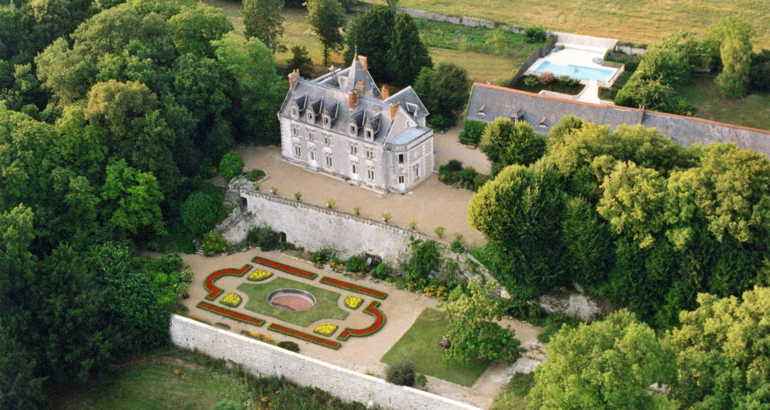 Bed & breakfast: chateau de vaugrignon in esvres (100272)
