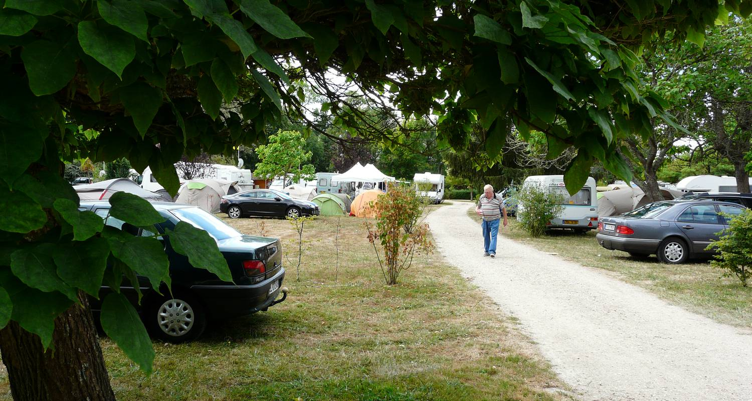 Camping pitches: camping des lancieres in rogny-les-sept-écluses (100515)