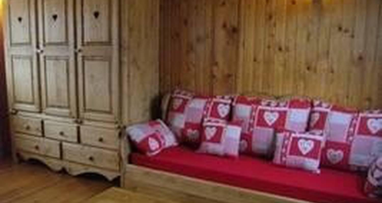 Gîte: chalet bois le montagnon in montlebon (100824)