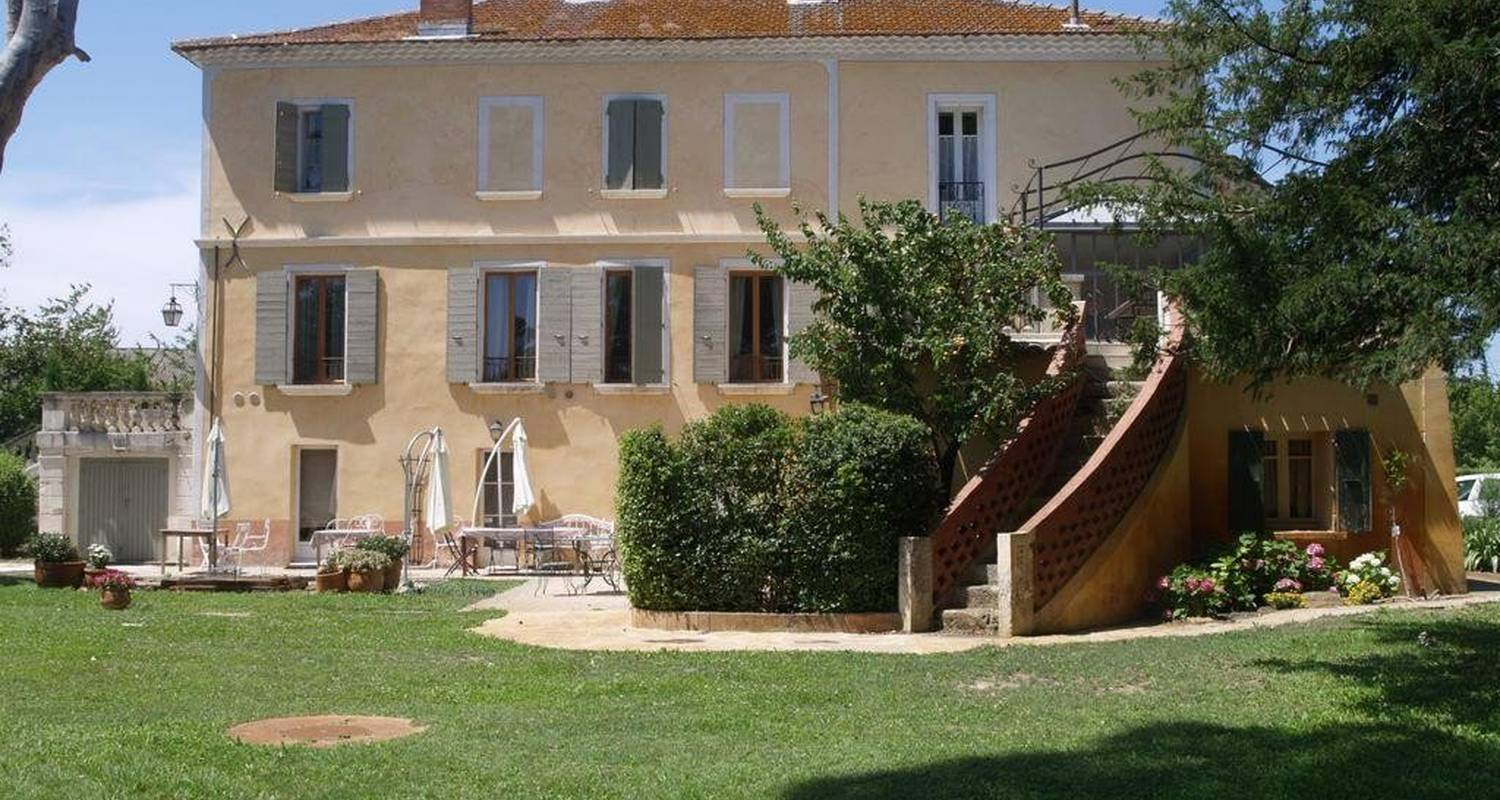 Bed & breakfast: domaine du grand causeran in entraigues-sur-la-sorgue (101093)