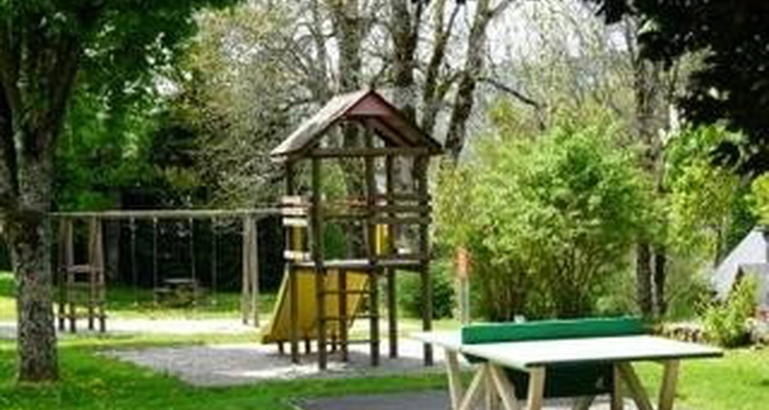 Camping pitches: camping le sedour in riom-ès-montagnes (101317)
