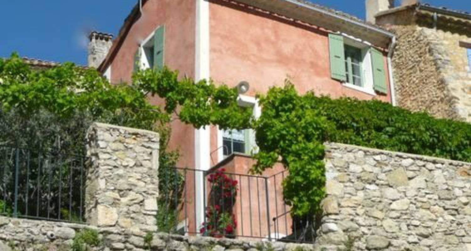 Furnished accommodation: petite maison de charme in nyons (101660)