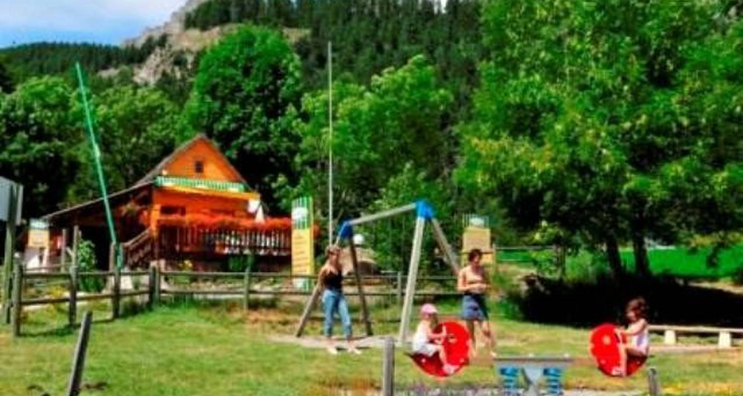 Camping pitches: le clos du lac in saint-apollinaire (101682)