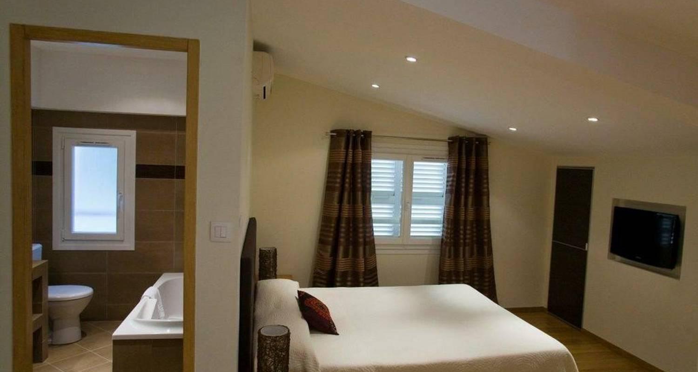 Hotel: hôtel cesario en calvi (102233)