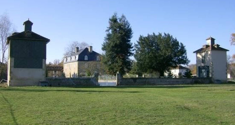 Gîte: castel vidouze in saint-ost (102619)