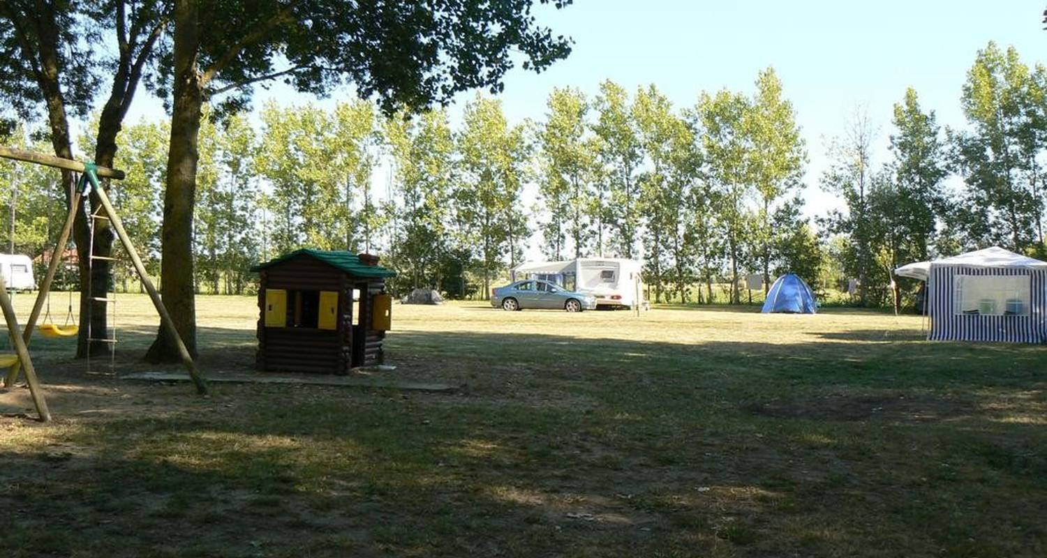 Camping pitches: camping la loire fleurie in challans (102679)