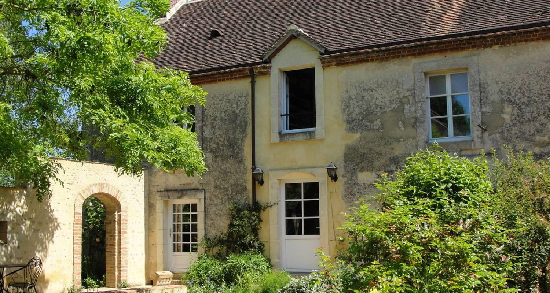 Bed & breakfast: la grande maison in saint-fulgent-des-ormes (103514)