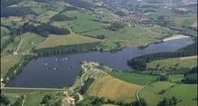 Gîte de groupe: lac des sapins à bourg-de-thizy (103609)