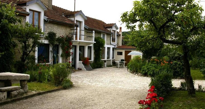 Furnished accommodation: gite chez jo  in longchamp-sur-aujon (104904)