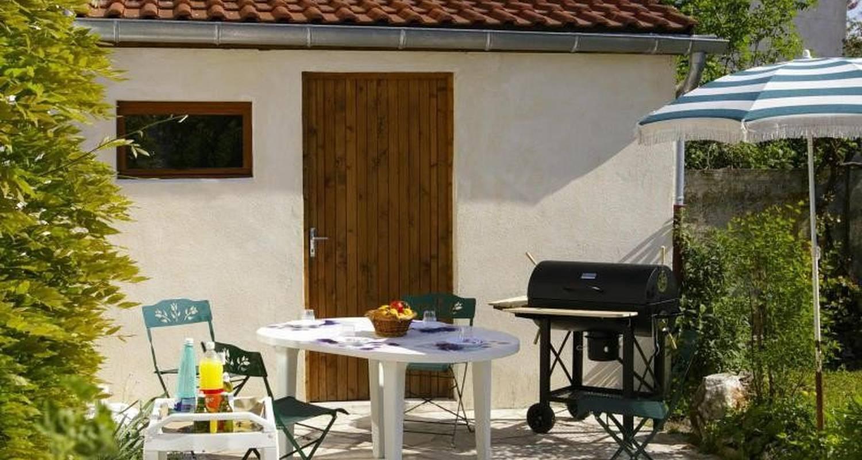 Furnished accommodation: gite chez jo  in longchamp-sur-aujon (104905)