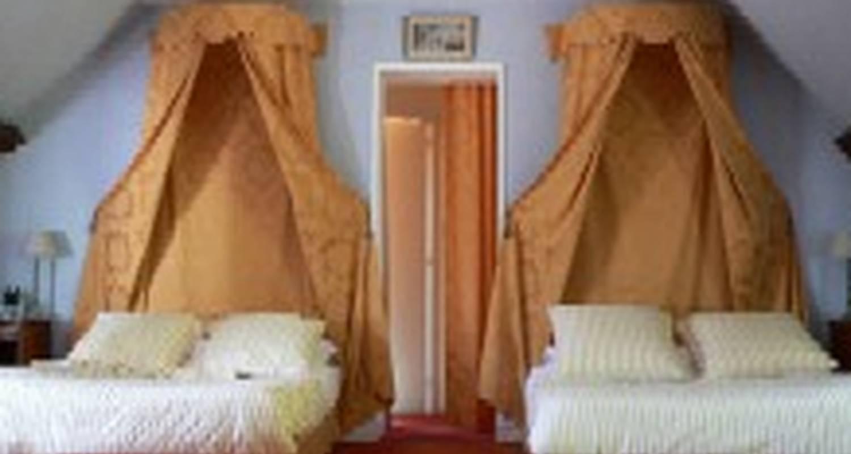 domaine de montaigu ambleny 24656. Black Bedroom Furniture Sets. Home Design Ideas