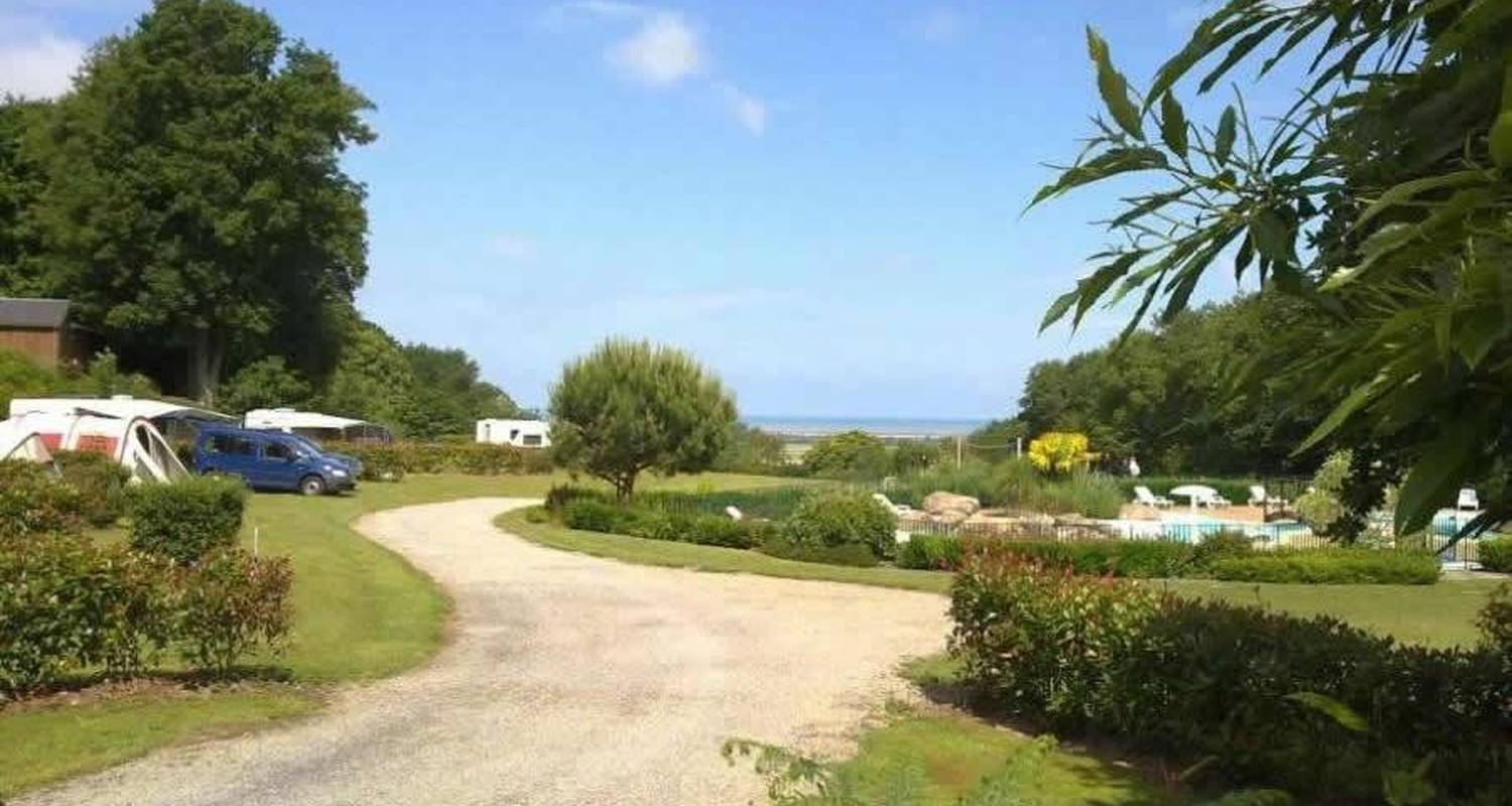 Camping pitches: camping balcon de la baie in saint-marcan (105747)