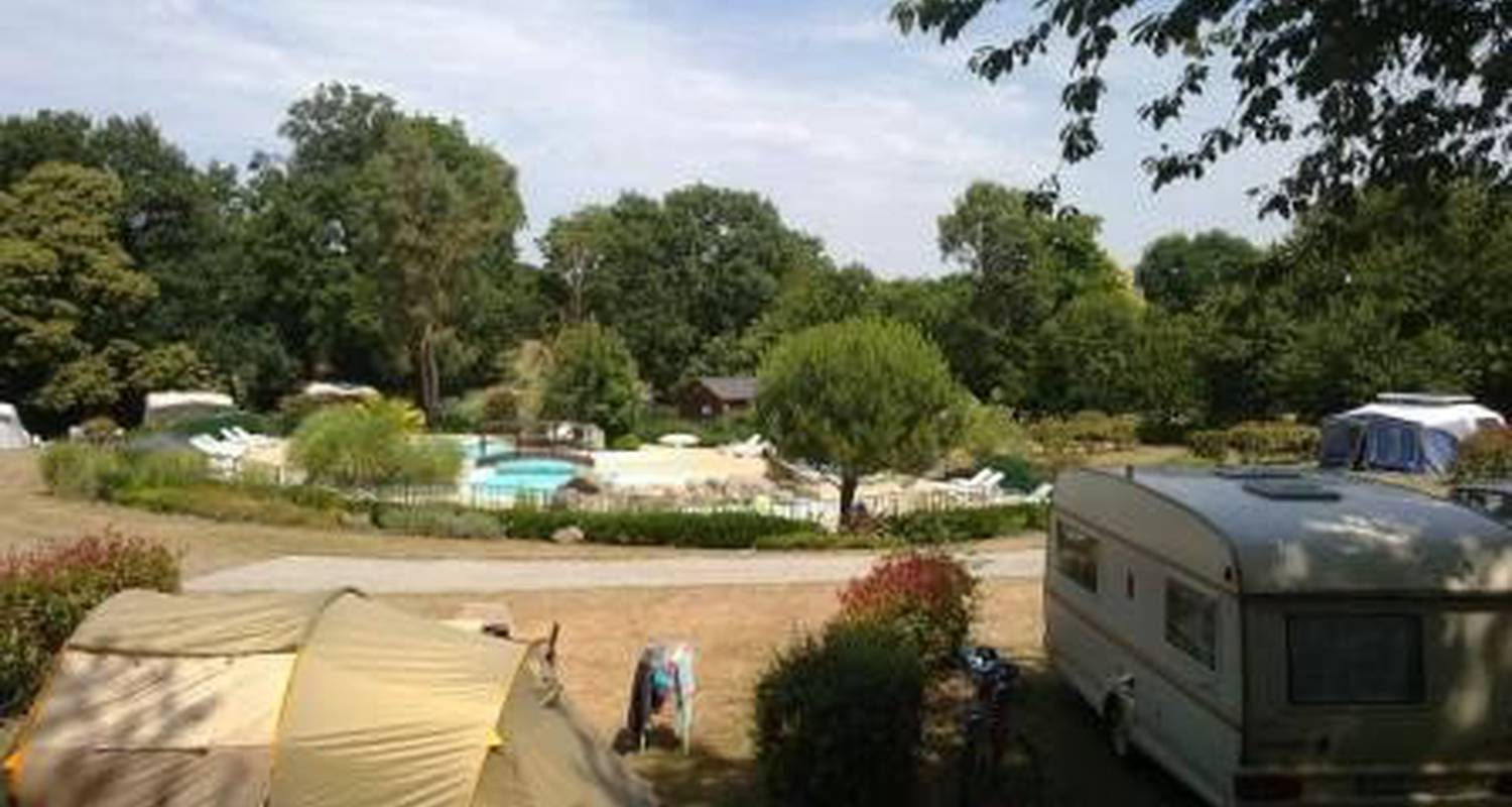 Camping pitches: camping balcon de la baie in saint-marcan (105749)
