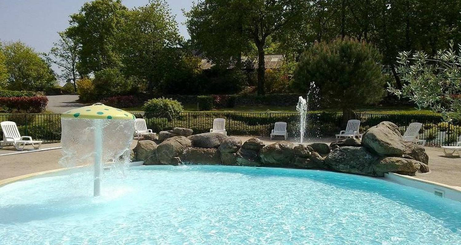 Camping pitches: camping balcon de la baie in saint-marcan (105750)