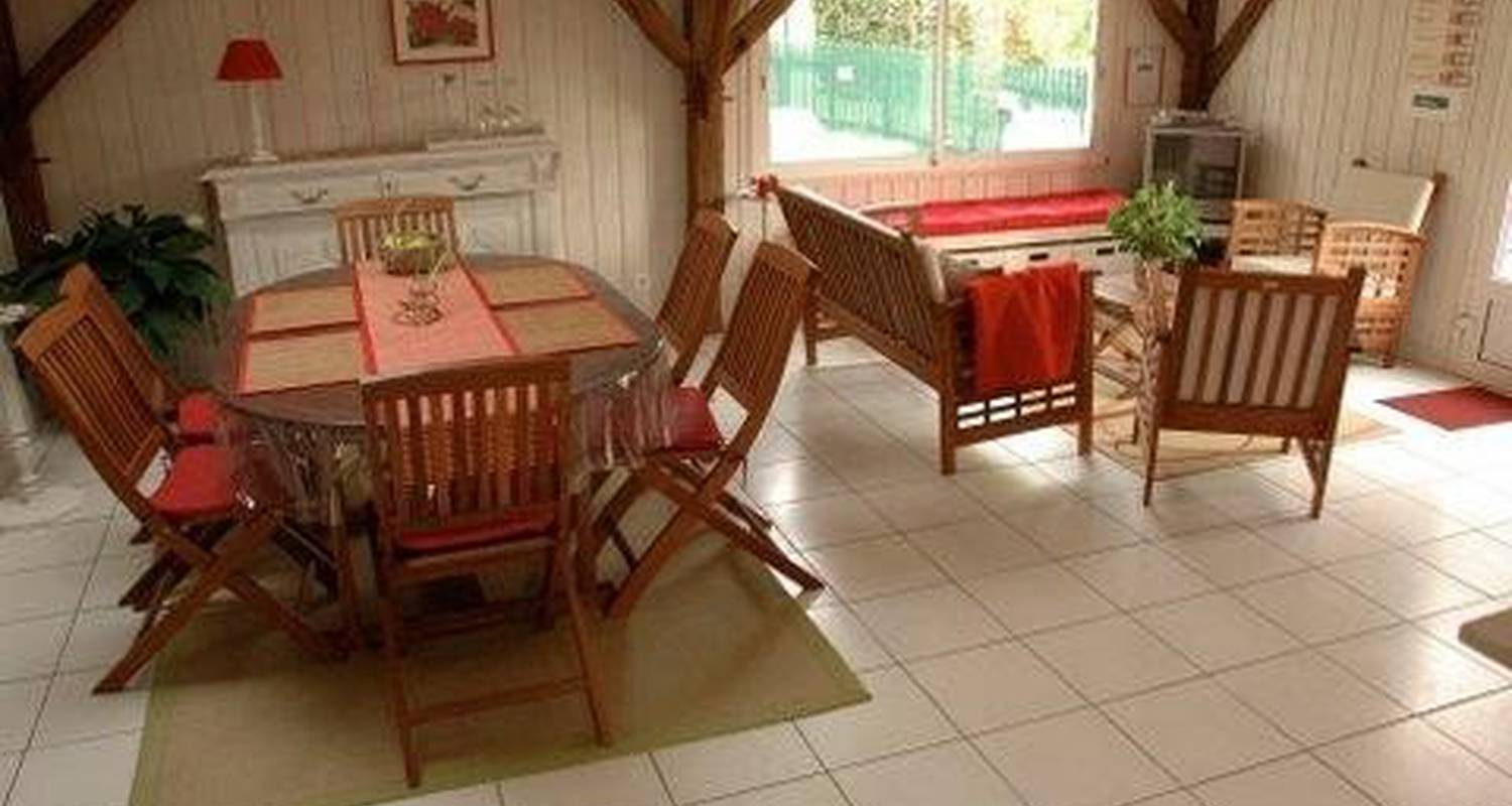 Furnished accommodation: gite la rose de bois in doué-la-fontaine (106015)