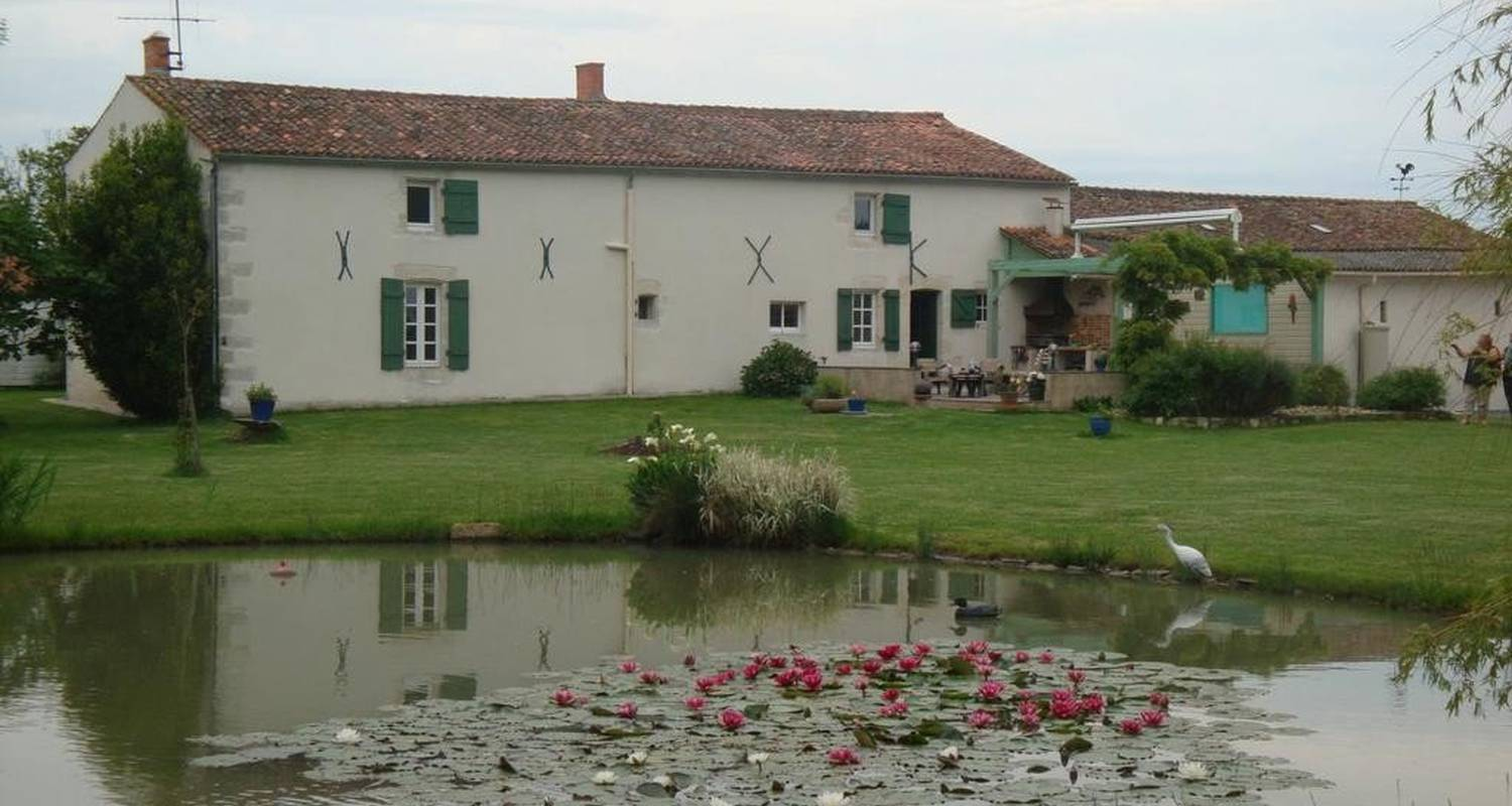 Bed & breakfast: la coulée douce in marans (107275)