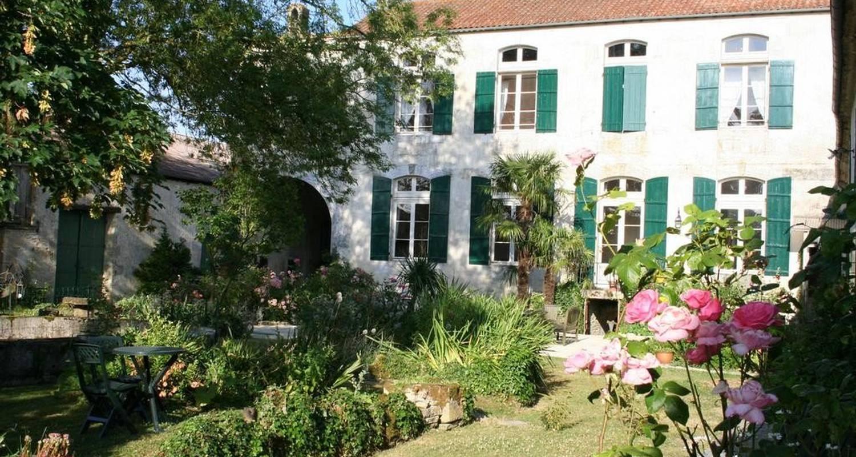 Bed & breakfast: domaine de chantageasse in asnières-la-giraud (107331)