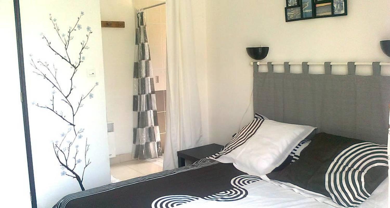 bed breakfast chambre noire et blanche in gurande 107782