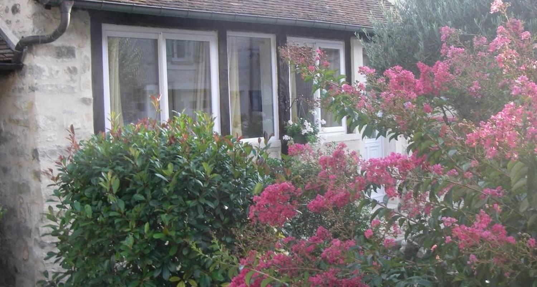 Chambre d'hôtes: maisonnette de charme à villiers-sous-grez (108412)