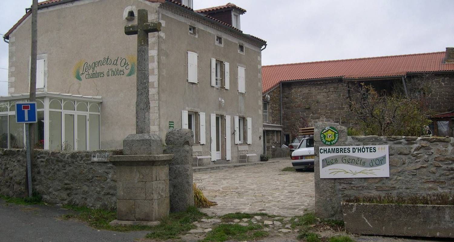 Bed & breakfast: les genêts d'or   in naussac (109289)