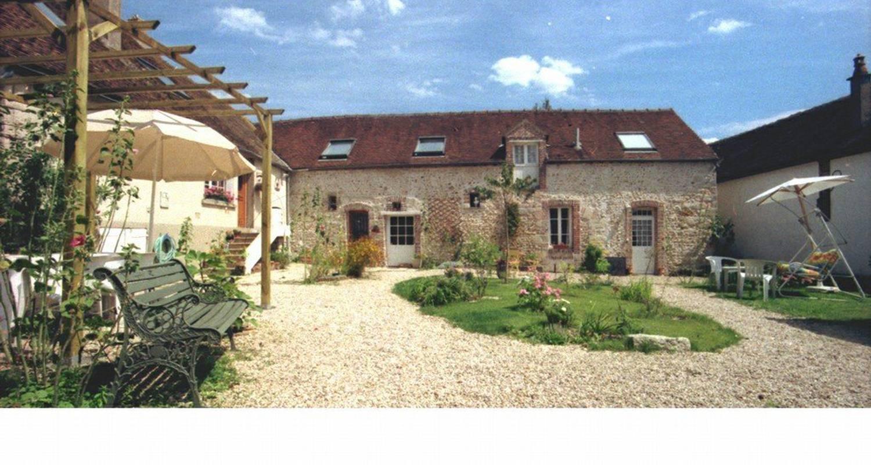 Chambre d'hôtes: aux 3 roses à villeneuve-sur-yonne (109384)