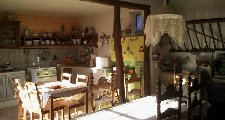 Chambre d'hôtes: aux 3 roses à villeneuve-sur-yonne (109385)