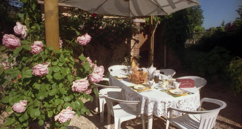 Chambre d'hôtes: aux 3 roses à villeneuve-sur-yonne (109386)