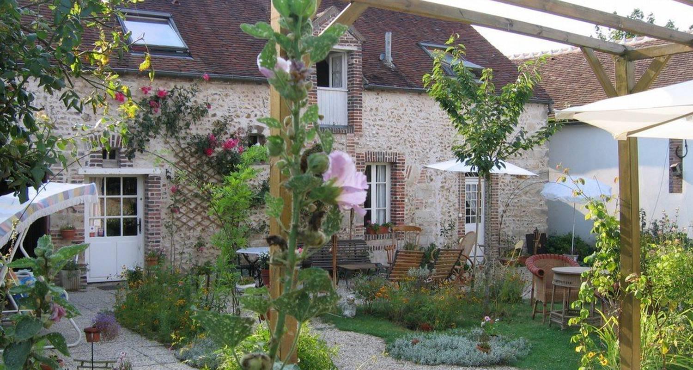 Chambre d'hôtes: aux 3 roses à villeneuve-sur-yonne (109387)