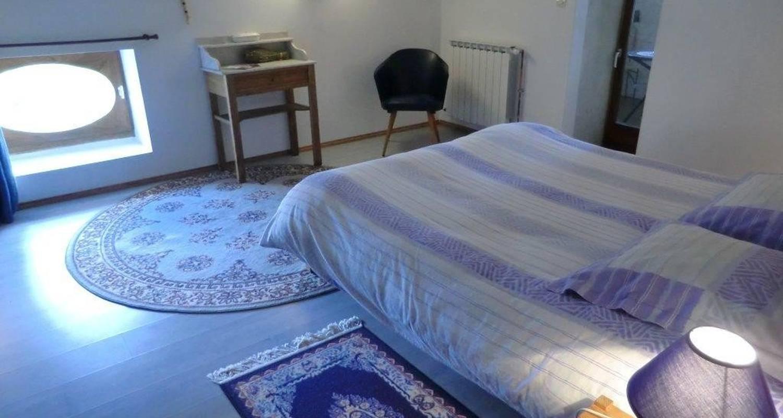 """Bed & breakfast: """"il était une soie..."""" in saint-vincent-de-barrès (109605)"""