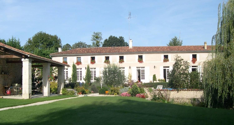 Bed & breakfast: au moulin brun in saint-hilaire-de-villefranche (110279)