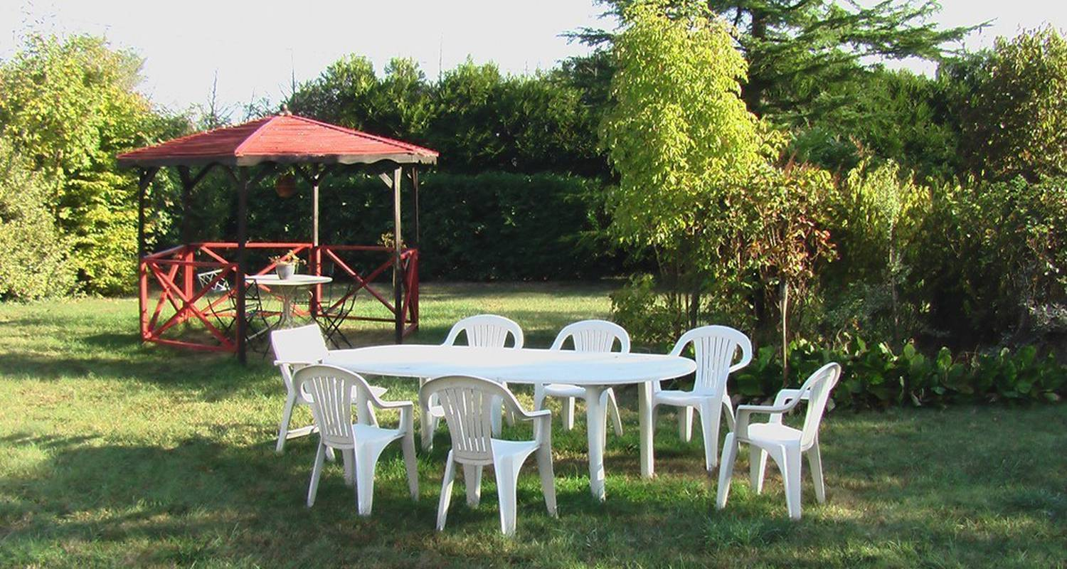 Bed & breakfast: couette et café in lezay (110700)