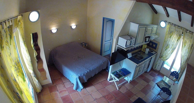 Chambre d'hôtes: la villa les hespérides à grimaud (111003)