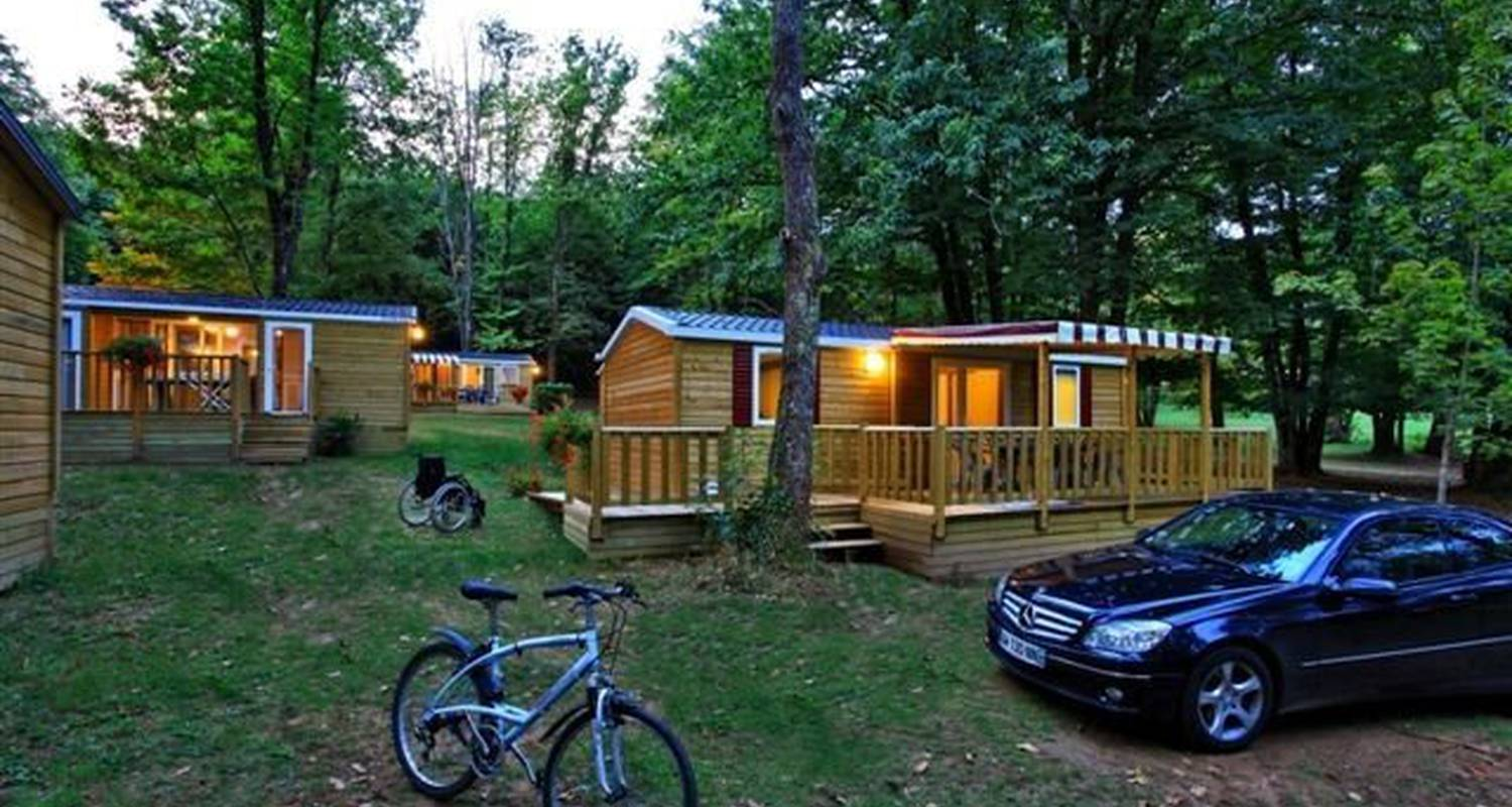 Camping pitches: camping de maillac in sainte-nathalène (111092)
