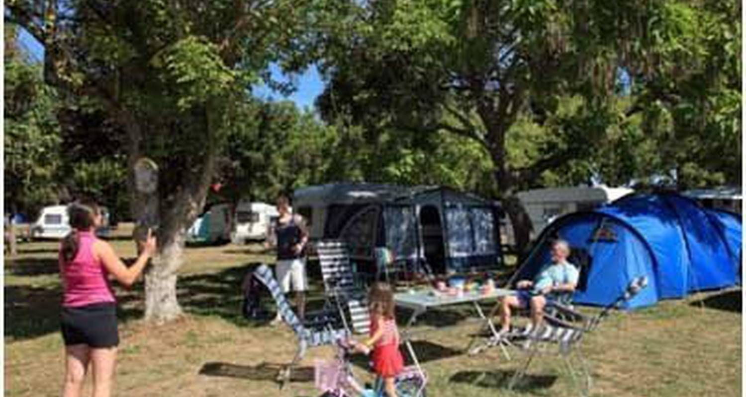 Camping pitches: camping de maillac in sainte-nathalène (111094)